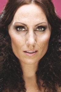 Lina Hedlund, från Alcazar. Ur boken STOLT. Foto: Gabriel Liljevall